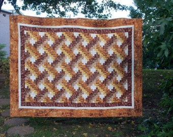 Beautiful Handmade Machine Quilted Quilt in Earthy Browns, Golds and Cream