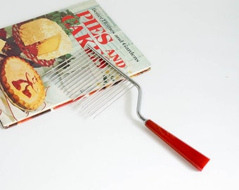 Vintage 1950s Schneider Toledo Cake Breaker-Cutter VGC / Red Bakelite Handle, Stainless Steel Prongs / Cuts Delicate Cakes Without Crushing