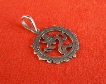 Balinese 925 sterling Silver Om Mantra Pendant / silver 925 / Handmade Jewelry amulet