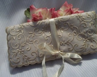 MINT Beautiful Ivory Embroidered Travel Jewelry Roll Case  - Womens - Mad Men - Vanity - Travel