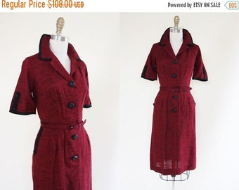 ON SALE 50s Dress - Vintage 1950s Dress - Red Black Two Tone Fleck Rayon Button Wiggle Day Dress M - Five Alarm Fire Dress