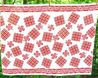 Vintage 1930's fabric, red and white, 4 leaf clovers, 1-1/3 yards, red clover border, excellent condition
