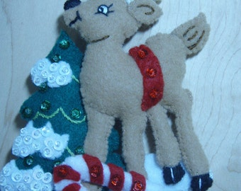 Bucilla Felt REINDEER CHRISTMAS ORNAMENT from the Forest Friends Collection