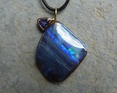 18 ct gold pendant, 1 big, australian koroit opal, tanzanite: IMPORTANT, French vat is included,less 20% for US,UK and canadian buyers