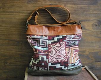 Petit sac à main en cuir et tissu aux motifs ethniques