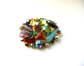 1950s  gaudy glass stones oval brooch - many stones in many colors and textured effects with accent of simulated pearls -  art.348/4-