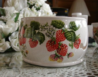Strawberries!!  Ceramic Yarn Bowl / Yarn Holder