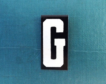 """vintage 40's letter G industrial metal sign 1.5"""" long .5"""" wide black & white hanging small little tiny mini baked on enamel church board old"""