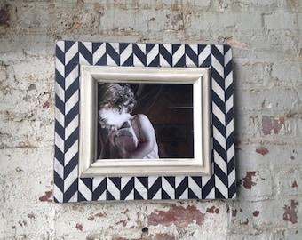 Black & White Herringbone Frame