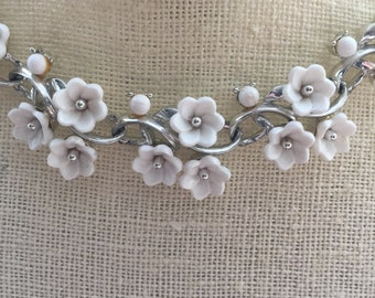 Vintage White Flowers Celluloid Thermoset Bridal Bridesmaid Wedding Prom Art Deco Silver Necklace Doodaba