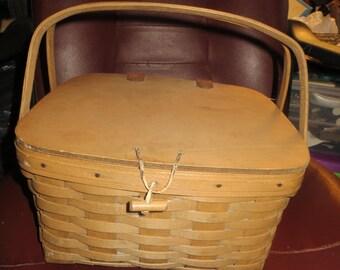 RARE  1981  Longaberger 2 handled    pie / cake  basket with  liner