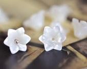 10pcs White Mother of Pearl Tulip 3D Shell Flower Beads 6/ 10mm (#V1035)