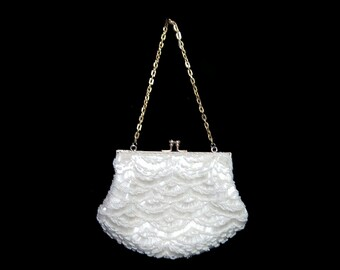 Hand beaded fan pattern silk satin purse ~ gold chain handle ~ snow white with satin lining ~ kiss lock ~ wedding bridal feminine romantic