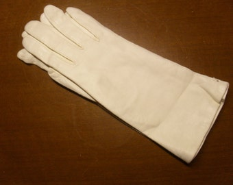 Vintage 1950's/1960's White Kid Leather Gloves  Deadstock