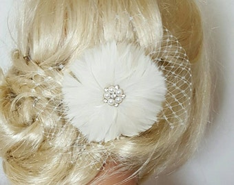 Wedding Fascinator, Bridal Feather Hair Clip, Ivory Bridal Fascinator, Bridal Hairpiece, Feather Fascinator, Wedding Hair accessories