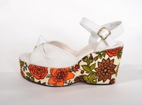 Vintage 1970s Floral Platform Shoes - Orange Green White Wedge - Summer Fashions
