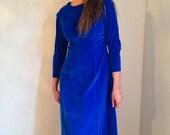 vintage 1960s blue velvet dress sapphire blue dress renaissance fair medieval wedding handfasting size medium