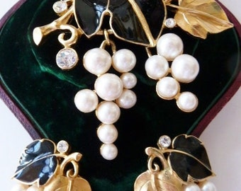 Kunio Matsumoto for Trifari grapes and leaves brooch and earrings Very Rare