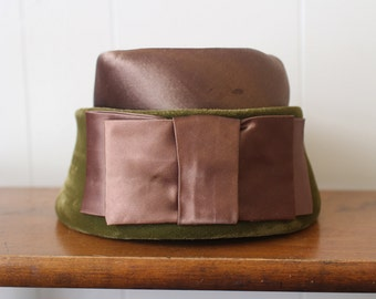 Pillbox Hat Vintage 1960s Green Velvet Bow Women's Mod