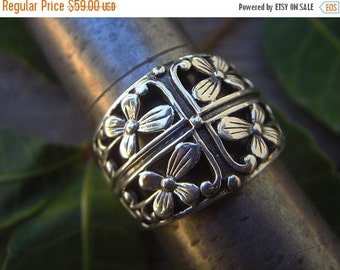 ON SALE Flower ring in sterling silver