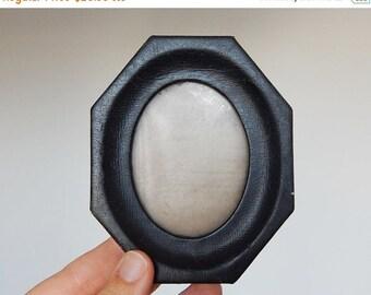 Sale 30% oval french vintage frame