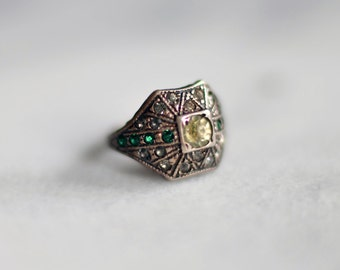 Ladies Vintage Sterling Silver & Gem Ring (Size 2.75)