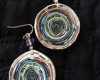 n. 18 TEAL GREEN & GRAY Round coiled recycled paper pierced earrings with glass beads