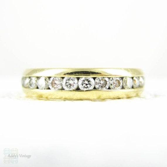 eternity ring in 18 carat yellow gold brilliant