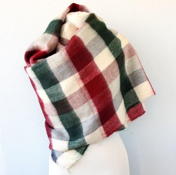 Christmas gifts for vegans: Plaid blanket scarf