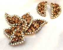 Kramer Jewelry Set Brooch Pin and Clip on Earrings Topaz Crystals AB Sparkle True Vintage Design Jewels signed artedellamoda talkingfashion
