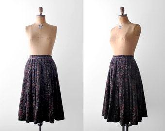 80's floral skirt. full. 1980's velvet skirt. black. purple. green print. 90's grunge skirt. pleated. s.