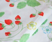 Strawberry Flower Pillow Cases, Vintage Strawberries Pillow Cases, 1970s Retro Bed Linens, Cottage Chic Guest Room Decor, Little Girls Room
