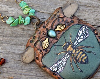 HONEY BEE Hand Sculpted Pendants Hand Painted Beach Stones Painted Rocks Sea Pebble Necklaces Folk Jewelry Insect Totem Gifts for Her
