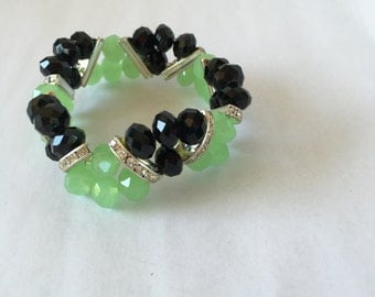 jade green and onyx beaded rhinestone bracelet stretchy 80s 90s vintage
