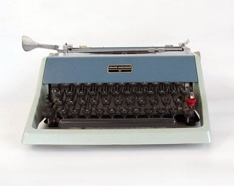 1960s Olivetti Underwood 21 Portable Manual Typewriter with Carrying Case