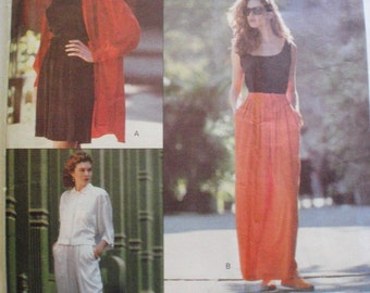 DKNY Vogue Sewing Pattern - Misses/Misses Petite Shorts and Pants - Vogue 2452 -Sizes 6-8-10, Waist 23 - 25