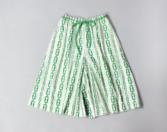 Green and White Culottes S/M • Wide Leg Shorts • Gaucho Pants • Elastic Waist Shorts • White Cotton Skirt with Pockets • Loose Shorts |SK566