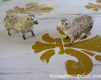 "Vintage Antique Lead 2 Sheep 1 3/4"" Cast Farm Animal Toy Figure Collectible"