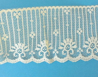Flat Lace Lace Sewing Trim 5 Yards by 2 1/2  Inches Wide L0562