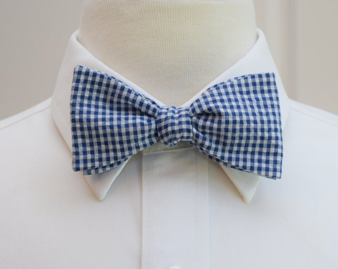 Men's Bow Tie, navy white seersucker gingham, classic navy bow tie, wedding party bow tie, groom bow tie, southern style wedding bow tie,