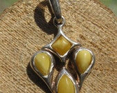 Vintage Southwestern Women's Sterling Silver and Yellow Jade Pendant