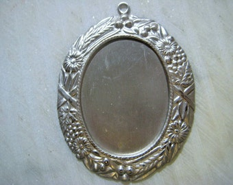 Vintage Pendant Frame: 1970s Guyot Floral Ornate Oval Cameo, Cabochon or Stone Setting, Silver Plated Jewelry Finding 62x50mm, 1 pc.