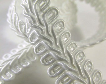 White 1/2 inch or 13mm Romanesque Flat Gimp Trim sold by the yard