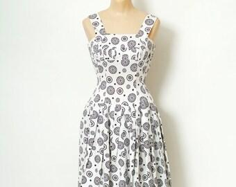Vintage 50s Dress Vintage 1950's Dress / 50s dress xs / black & white / 50s Sun Dress / Day dress / Vintage Day Dress / Free Shipping  U.S.A