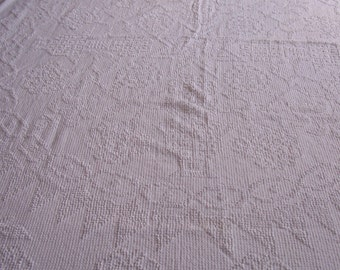 Vintage white hobnail chenille bedspread.   B370-12.5
