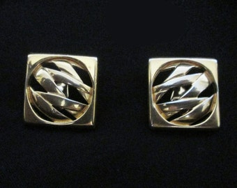 Vintage Monet Clip On Earrings - 80s - Classic Goldtone Lever Back Clip Ons