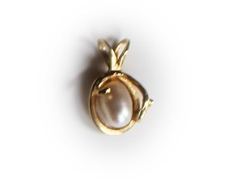 14K Yellow Gold Floral Pearl Pendant