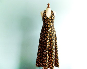 Vintage 70s Maxi Dress / Halter Neck / Open Back / Fitted Waist / Black Orange / Geometric Print / Boho Hippie / Long / medium small