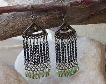 Chandelier green earrings. Green swarovski dangle earrings. Bohemian Fringes earrings. Crystal dangle chain earrings. Boho fringe earrings