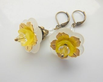 White Lucite Flowers Earrings